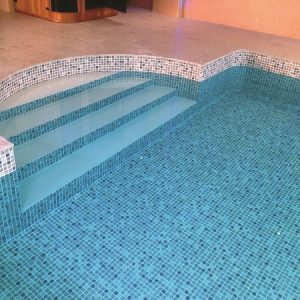 Custom size domestic pool liner
